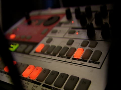 vídeos de stock e filmes b-roll de flashing lights of sound mixing desk - dance music