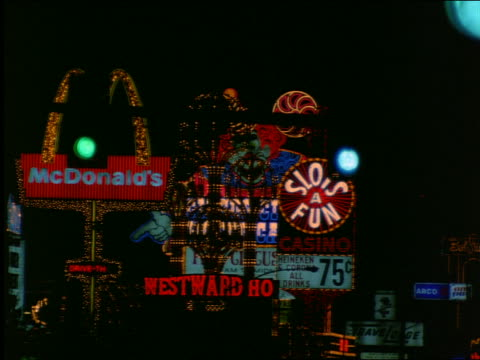 vídeos de stock, filmes e b-roll de flashing neon lights and signs in las vegas at night - 2001