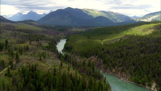 stockvideo's en b-roll-footage met flathead river - luchtfoto - montana, flathead county, verenigde staten - montana westelijke verenigde staten