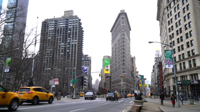 flatiron building, madison square, manhattan, new york city - international landmark stock videos & royalty-free footage