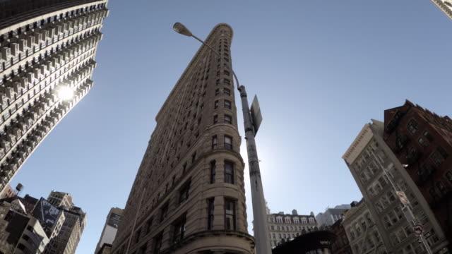 flatiron building - nyc - wide angle - no people - 4k - flatiron building manhattan stock videos & royalty-free footage