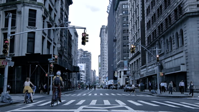 flatiron building, street in manhattan, new york, usa - flatiron building manhattan stock videos and b-roll footage