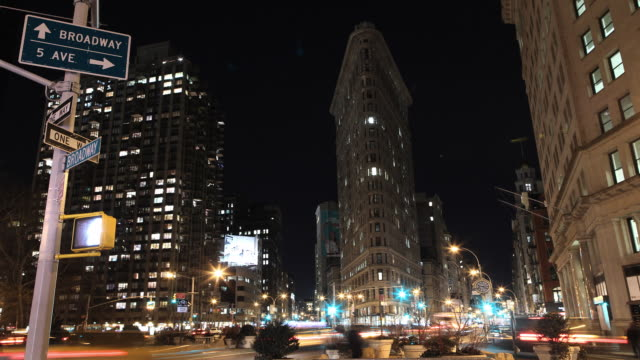 flatiron building with traffic and broadway and 5th ave. sign - flatiron building manhattan stock videos & royalty-free footage