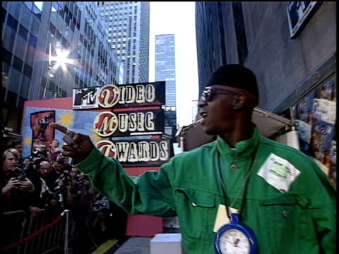 flavor flav arriving to the 1994 mtv video music awards wearing a clock around his neck - mtv1 stock-videos und b-roll-filmmaterial