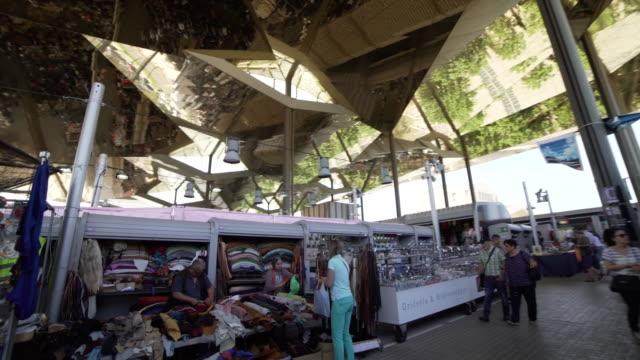stockvideo's en b-roll-footage met flea market encants barcelona - rommelmarkt