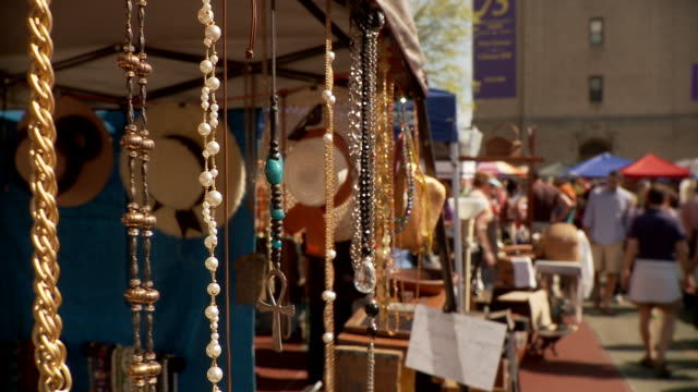 t/l cu flea market stall with jewelry, new york city, new york, usa - medium group of objects stock videos & royalty-free footage