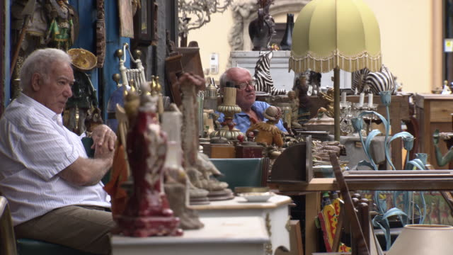 flea market vendors sell second-hand goods, sicily - 秒針点の映像素材/bロール