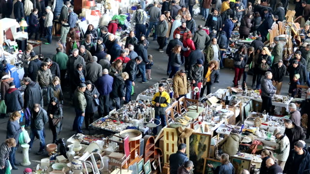 stockvideo's en b-roll-footage met flea market - rommelmarkt