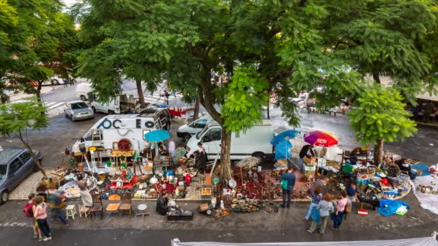 stockvideo's en b-roll-footage met tl ws feira da ladra fleamarket in lisbon - rommelmarkt