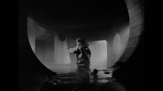 1948 a fleeing suspect turns to his hidden arsenal in an attempt to beat police - verstecken stock-videos und b-roll-filmmaterial