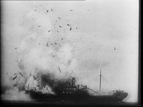 vidéos et rushes de fleet of ships off island setting / view of american and australian bomber aircraft flying / fighters / bomb dropping / ship exploding / ship sinking... - 1942