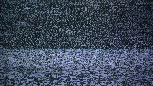 vídeos y material grabado en eventos de stock de ruido de parpadeo en viejo lazo de la tv - frecuencia
