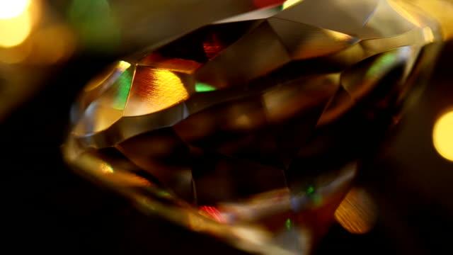 ループ再生:揺らめく光を、ダイヤモンド