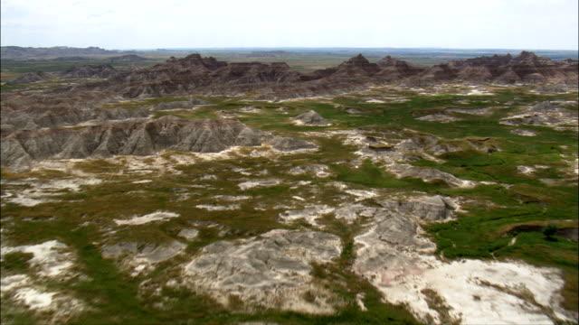 フライトにバッドランズ-航空写真-south ダコタ 、ペニントン郡、アメリカ合衆国 - サウスダコタ州点の映像素材/bロール