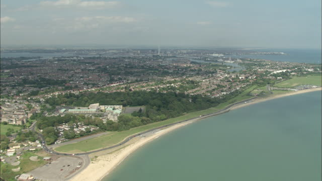 stockvideo's en b-roll-footage met flight across solent to portsmouth - hampshire engeland