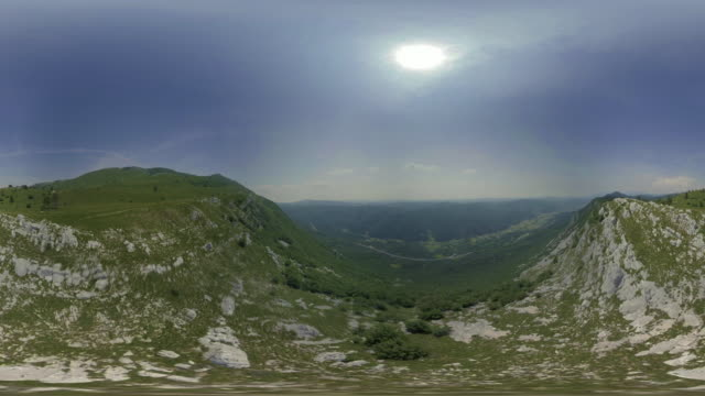 AERIAL VR 360: Flight across the edge of a mountain plateau