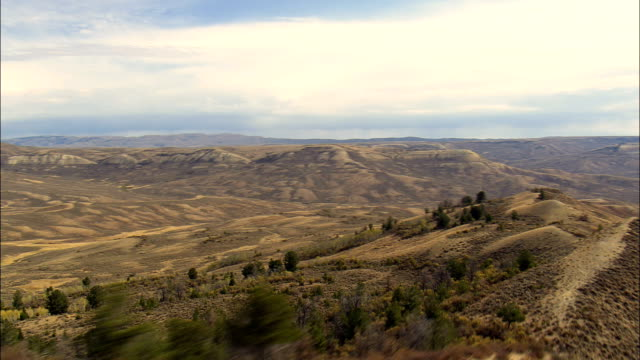 flight along ridge in fossil butte national monument  - aerial view - wyoming, lincoln county, united states - butte rocky outcrop stock videos & royalty-free footage