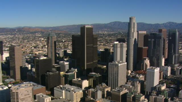 vídeos y material grabado en eventos de stock de flight approaching downtown los angeles skyscrapers. shot in 2008. - artbeats
