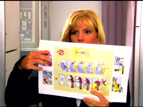 flight attendant demonstrating safety - anweisungen konzepte stock-videos und b-roll-filmmaterial