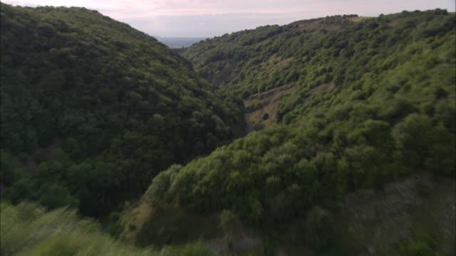 flight down cheddar gorge - somerset england stock-videos und b-roll-filmmaterial
