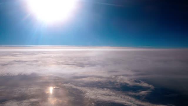 vidéos et rushes de vol dans les nuages - dieu