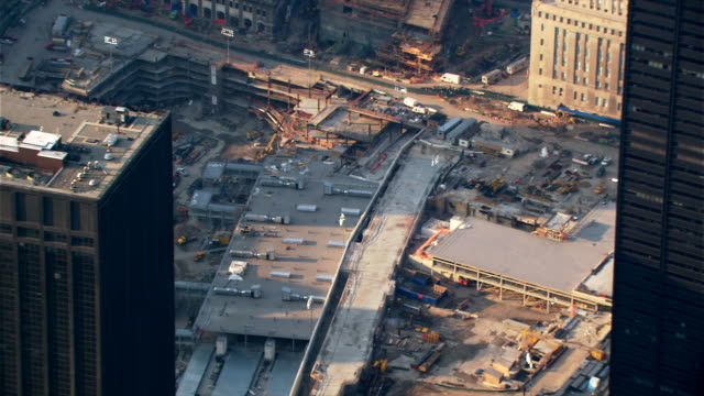 stockvideo's en b-roll-footage met flight looking down onto freedom tower foundation construction. shot in 2003. - 2003