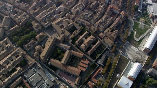 volo alla ricerca sui tetti di parma-vista aerea-emilia-romagna, provincia di parma, parma, italia - parmigiano video stock e b–roll