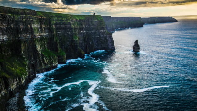 flight over cliffs of moher in ireland - costa caratteristica costiera video stock e b–roll