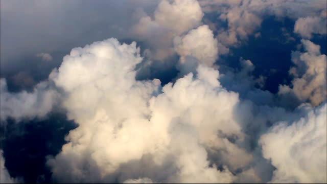 飛行雲、飛行機の眺め - 天国点の映像素材/bロール