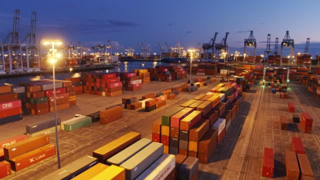 vidéos et rushes de flight over container terminal at twilight - groupe d'objets