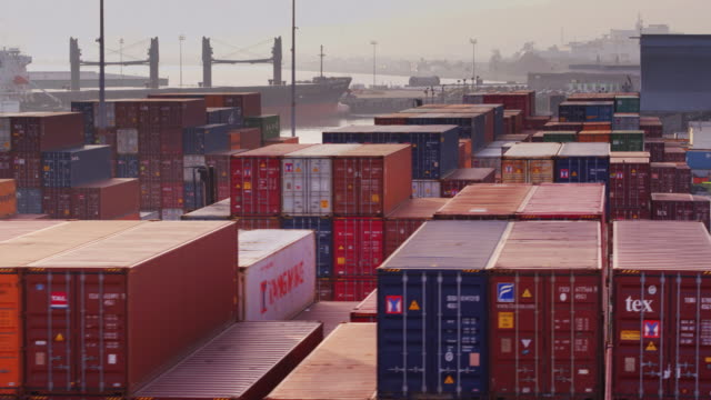 flight over container terminal in port of long beach - drone shot - box container stock-videos und b-roll-filmmaterial