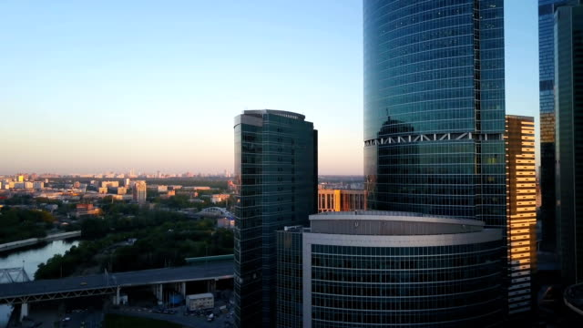 stockvideo's en b-roll-footage met vlucht over het centrum in moskou. moderne wolkenkrabbers op zonsondergang. - financieel district