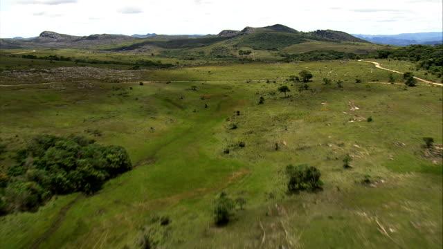 flight over escarpment north of belo horizonte  - aerial view - minas gerais, serro, brazil - horizonte stock videos & royalty-free footage