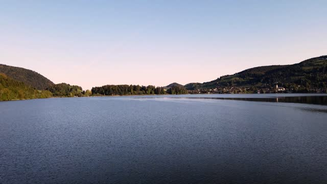 vidéos et rushes de vol au-dessus du lac schliersee - bavière