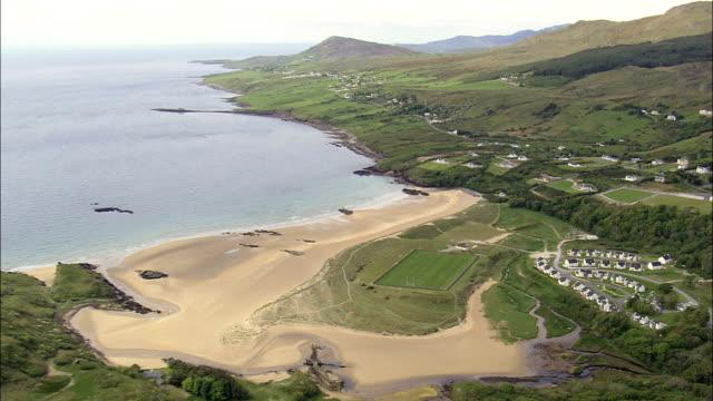 飛行風景をキャリック-航空写真-アルスター、ドニゴール、アイルランド - アルスター州点の映像素材/bロール