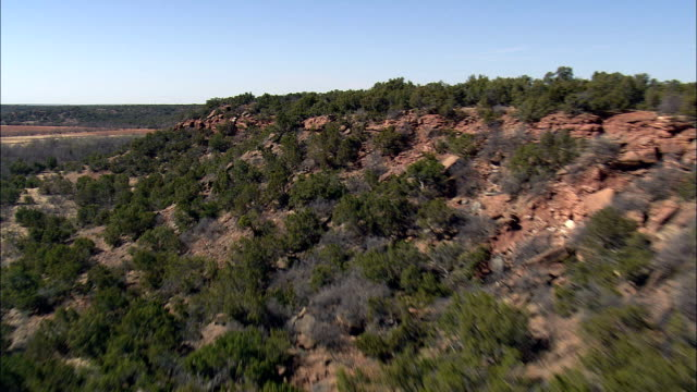 flight over rocky outcrops  - aerial view - texas,  baylor county,  united states - butte rocky outcrop stock videos & royalty-free footage