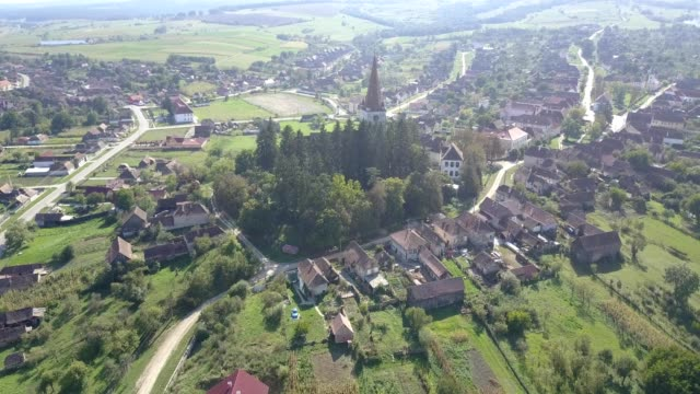 vidéos et rushes de flight over the fortified church in cincu - transylvanie