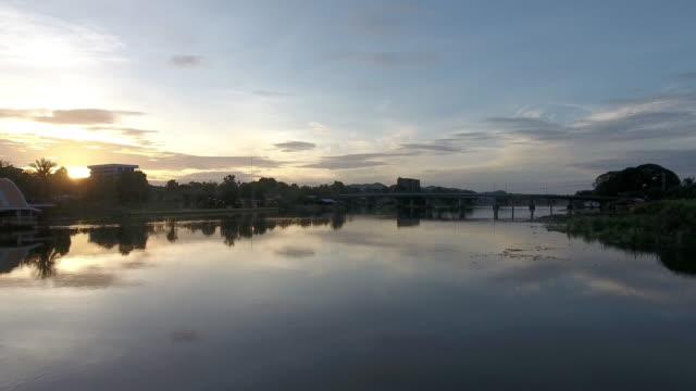 Flyg över floden Kwai vid soluppgången.