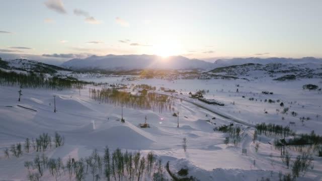 Vuelo sobre esquí Vierli, viendo una hermosa puesta de sol.