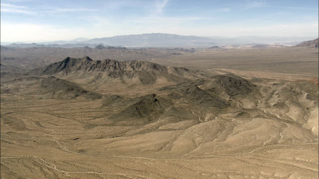 flight passing rocky outcrop in desert landscape  - aerial view - california,  san bernardino county,  united states - butte rocky outcrop stock videos & royalty-free footage
