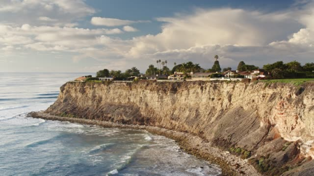 flight past cliffs with houses - palos verdes stock videos & royalty-free footage