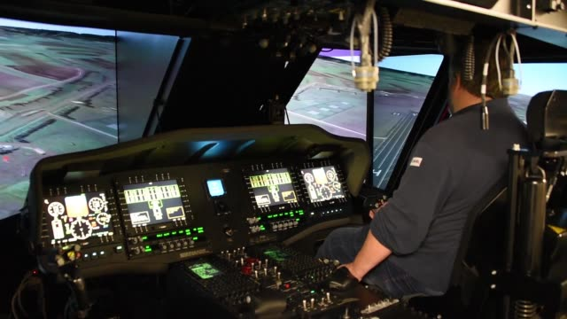 vidéos et rushes de flight simulator service engineer conducts regular routine maintenance of uh60 blackhawk helicopter simulator in illesheim us army garrison ansbach... - armée de terre