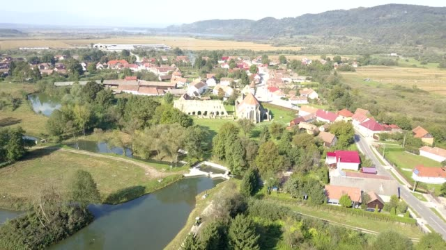 vidéos et rushes de flight towards carta monastery - transylvanie