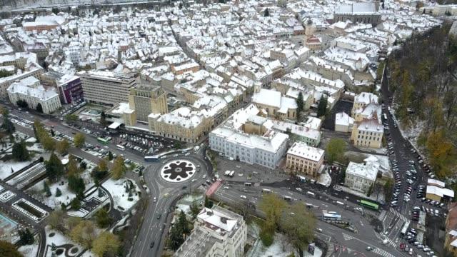 flight towards downtown brasov, first snow - siebenbürgen stock-videos und b-roll-filmmaterial