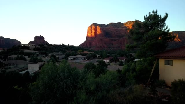 flight towards sedona rock formation at sunset - sedona stock videos & royalty-free footage