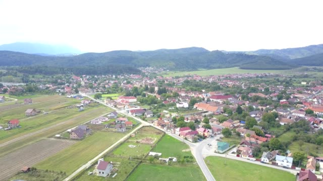 flight towards the fortified church in vulcan, brasov - siebenbürgen stock-videos und b-roll-filmmaterial