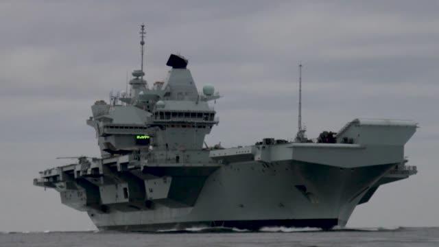 f35b flight trials conducted aboard royal navy hms queen elizabeth with f35 nas pax river integrated test force in north atlantic ocean - atlantik stock-videos und b-roll-filmmaterial