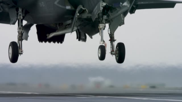 f35b flight trials conducted aboard royal navy hms queen elizabeth with f35 nas pax river integrated test force in north atlantic ocean - b rolle stock-videos und b-roll-filmmaterial