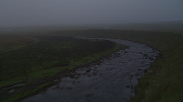 vídeos de stock, filmes e b-roll de flight up misty river tees (to w of forest-in-teesdale) - tees river