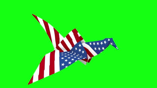 折り紙の鶴の飛行米国 - papier点の映像素材/bロール